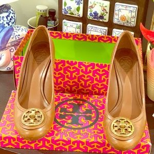 Tory Burch tan leather shoes